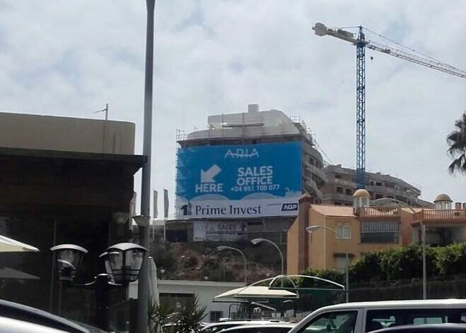Lona gigante producida por ADN Agencia Creativa en Fuengirola, Málaga